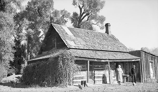 Dolly and A. W. Chadbourne at their homestead home