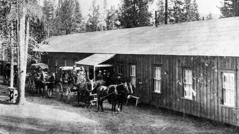 Horse-drawn wagons and early Canyon Hotel